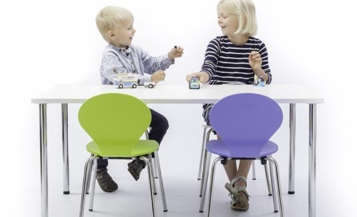 Kids_bord_stole.jpg
